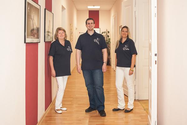 Das Team der Physiotherapie Silvio Krebs aus Nordhausen. Links Renate Bendig, in der Mitte Silvio Krebs, und rechts Nancy Riemann.